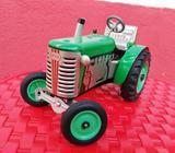 Tractor Antiguo a Escala